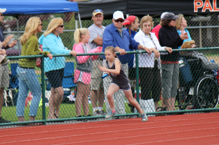 Karlie H., Girls 9-10 400m Relay start