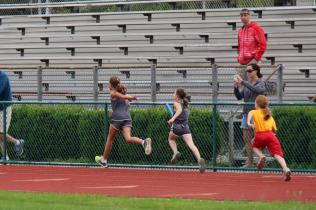 Karlie handoff to Eliana R., 400m Relay